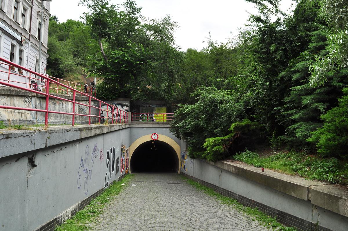 A boca do túnel na parte de Zizkov
