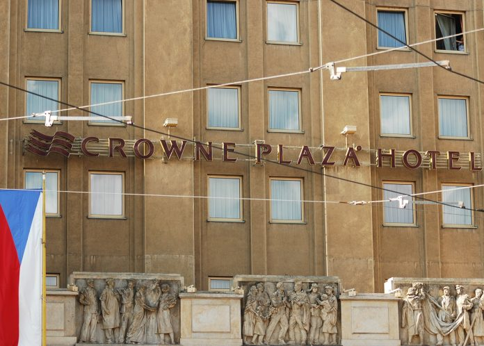 hotelcrowneplaza-03